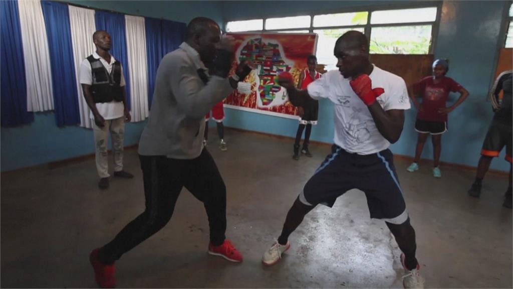 肯亞貧民窟出身當律師 回饋家鄉引進拳擊課