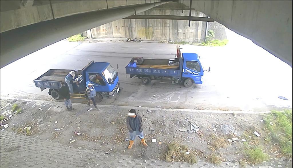 快新聞/男亂「就地解放」遭縮時攝影全錄下    最重恐挨罰6千元
