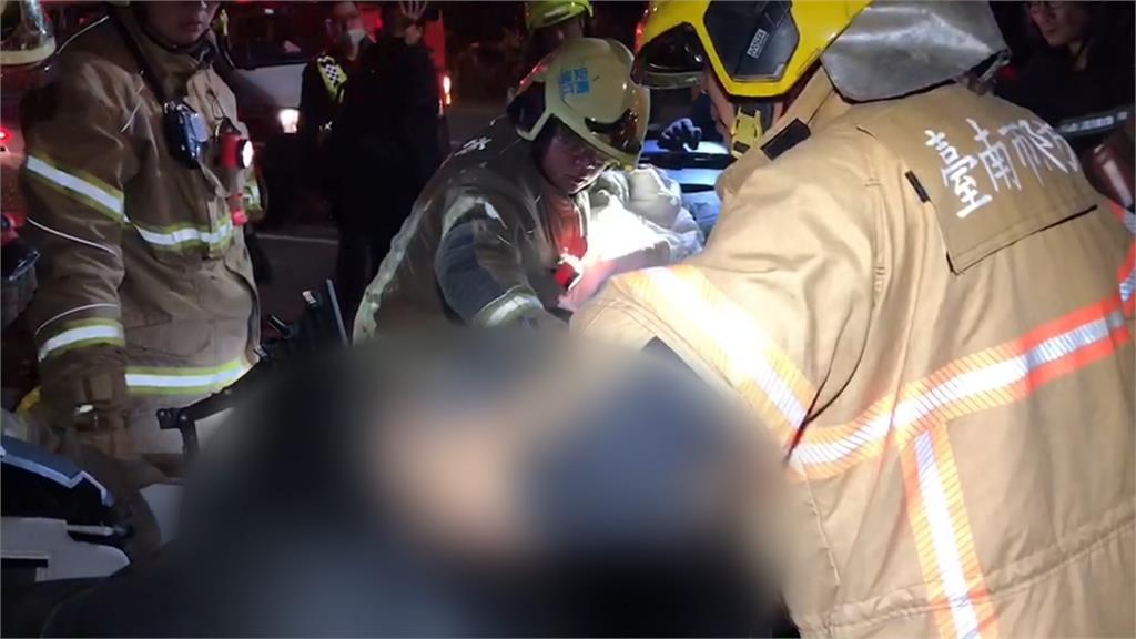 轎車飆速失控衝撞警衛室 5死1命危