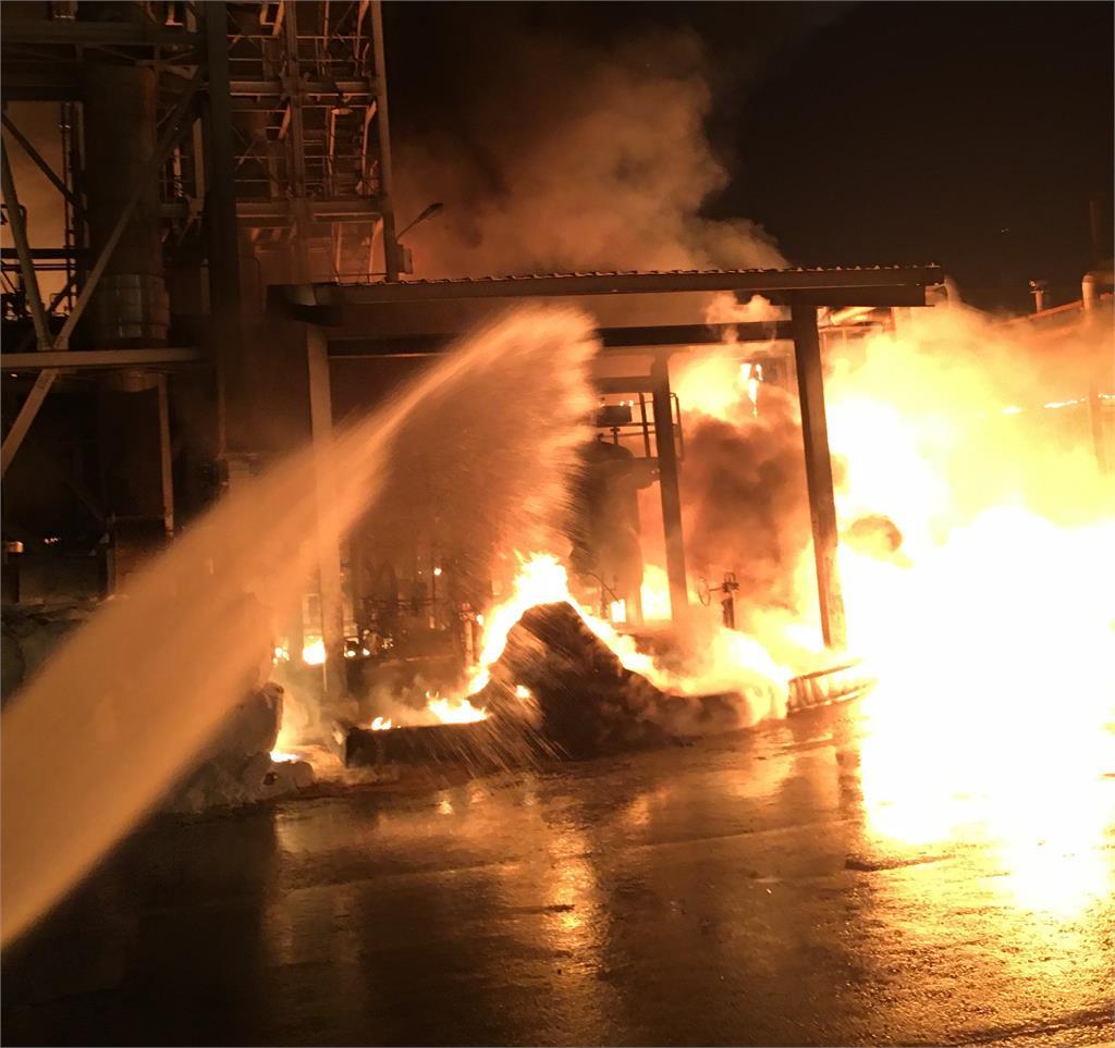 快新聞/高市林園化工廠竄火舌 火光伴隨黑煙直衝天際