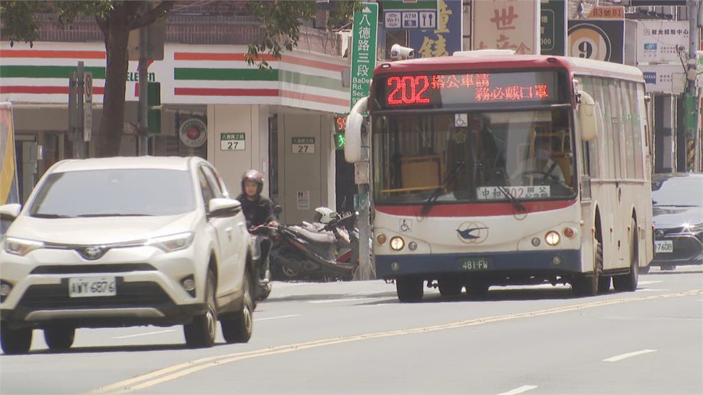 大台北公車5大毛病 過站不停.脫班.闖紅燈...
