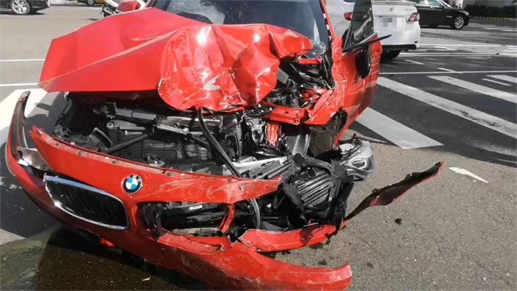 快新聞/台中市區5車連環撞! 貨車失控撞轎車、公車 7人受傷送醫