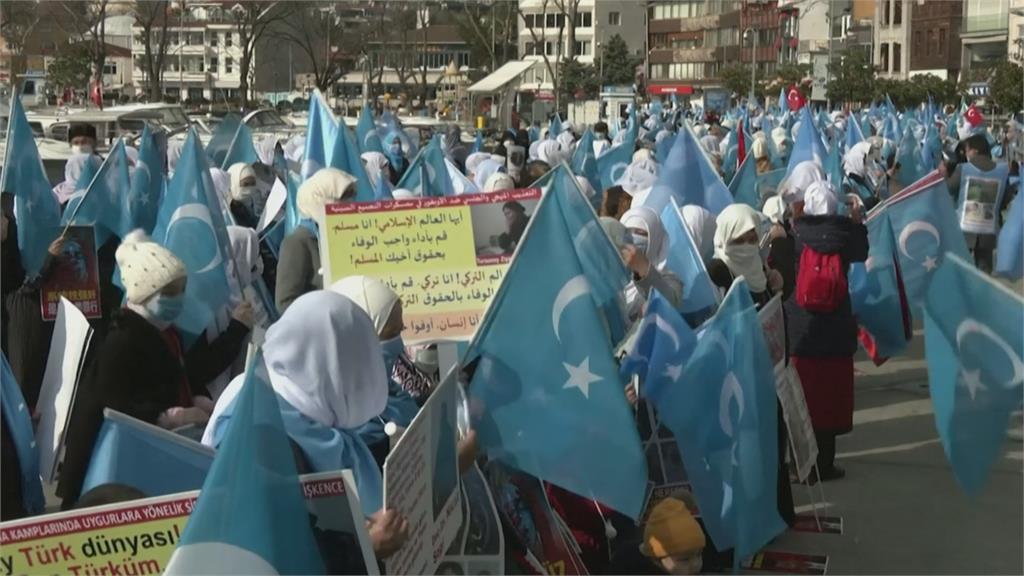 抗議中國迫害! 土國維族婦女伊斯坦堡遊行