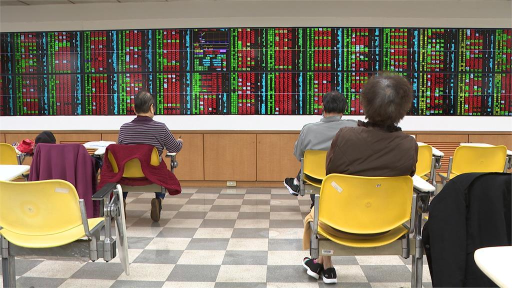 外資賣壓不停 台積電震盪力守穩盤 台股指數一度漲破百點