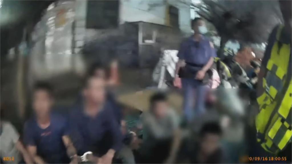 吵架吵到被抓!警意外逮8名逃逸越南移工