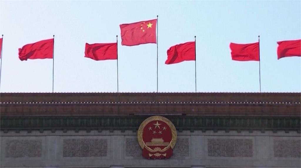 中國外交官「比中指」怒嗆:我們是戰狼!1天後軟了改口「保持和平」