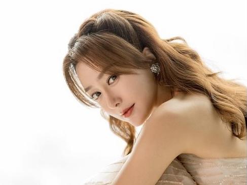 《延禧》最美皇后穿越換「禮服」!41歲秦嵐成「不老神話」
