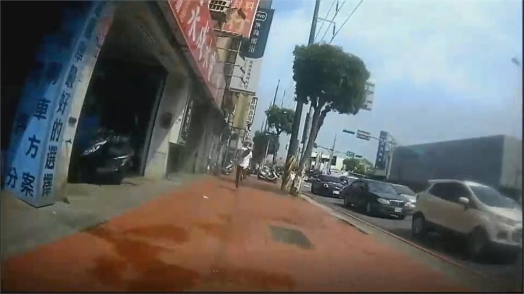 單車騎士行徑可疑 警攔查竟棄車落跑