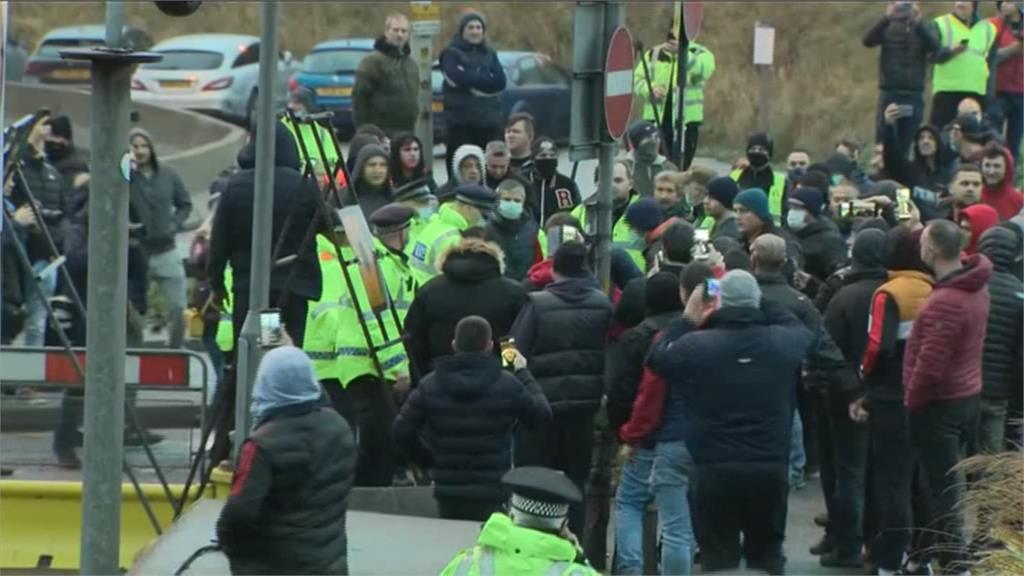 多佛港大批卡車堵塞 駕駛與警口角1人被捕