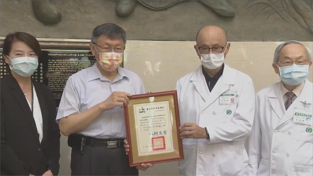 快新聞/柯文哲親赴亞東醫院 感謝危急時刻出手助環南市場篩檢