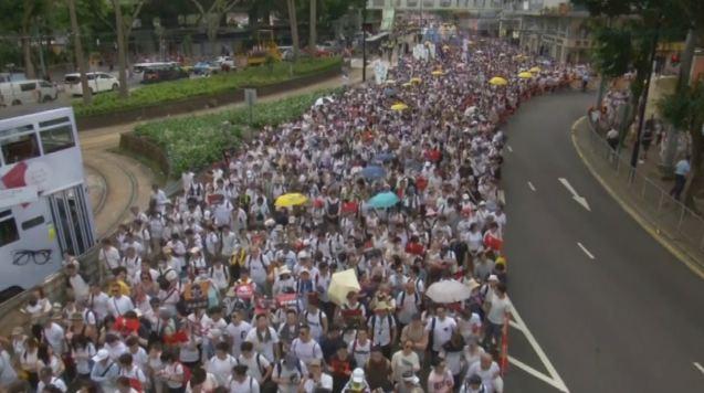 香港「反送中」遊行數十萬人上街!將預演包圍立法會