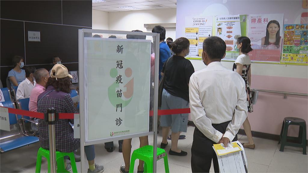 北市長者疫苗「2小時2.1萬人預約」 萬華醫療院所全數額滿