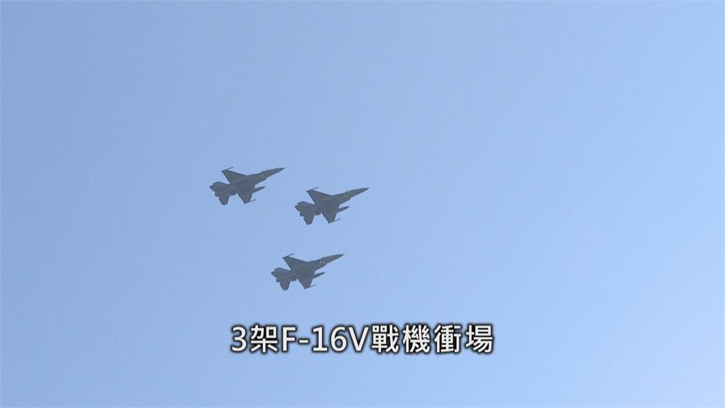 史上最大面!雙十半兵力空中預演 CH-47直升機吊掛國旗作業曝光