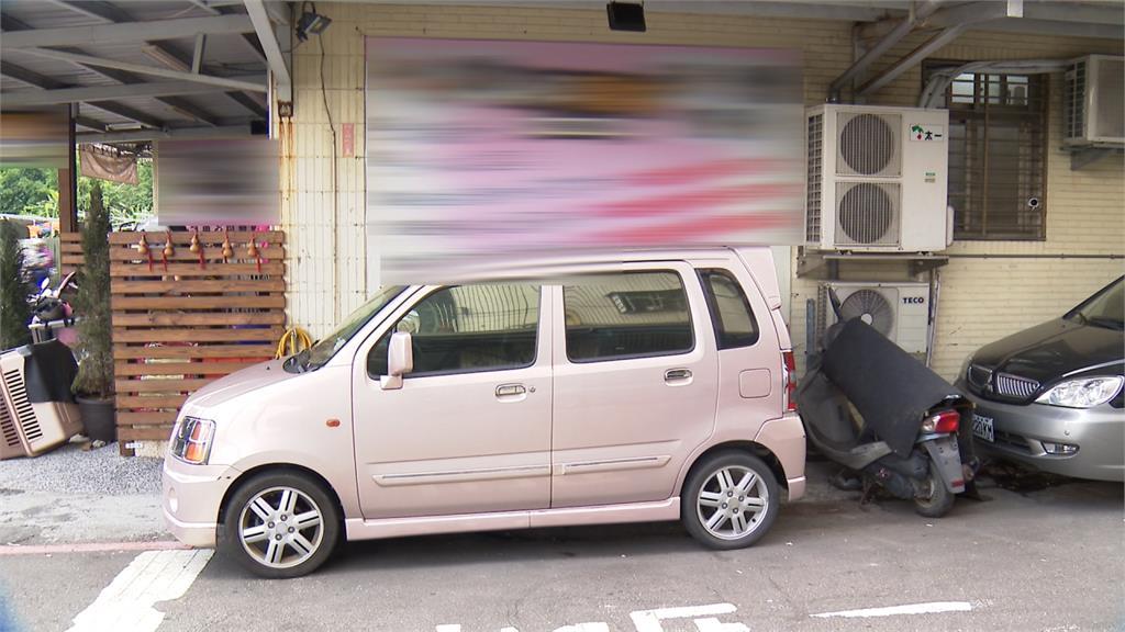 亂停車位遭要求移車 惡男反拿棍棒上門理論