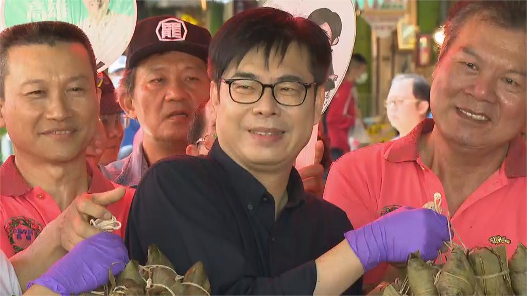 快新聞/三鳳中街包粽子 陳其邁有感喊:有豬肉吃歸功政院堵豬瘟