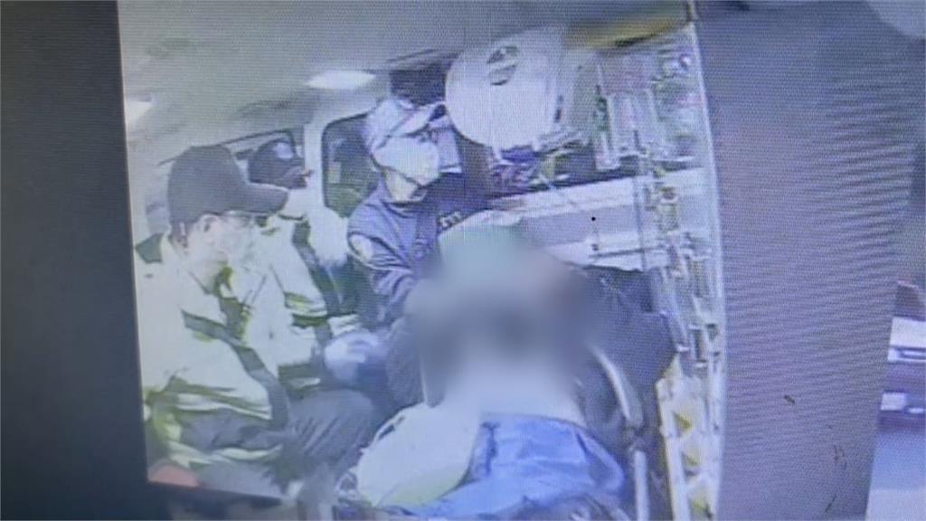 消防員衝上車CPR  老先生搭公車竟猝死