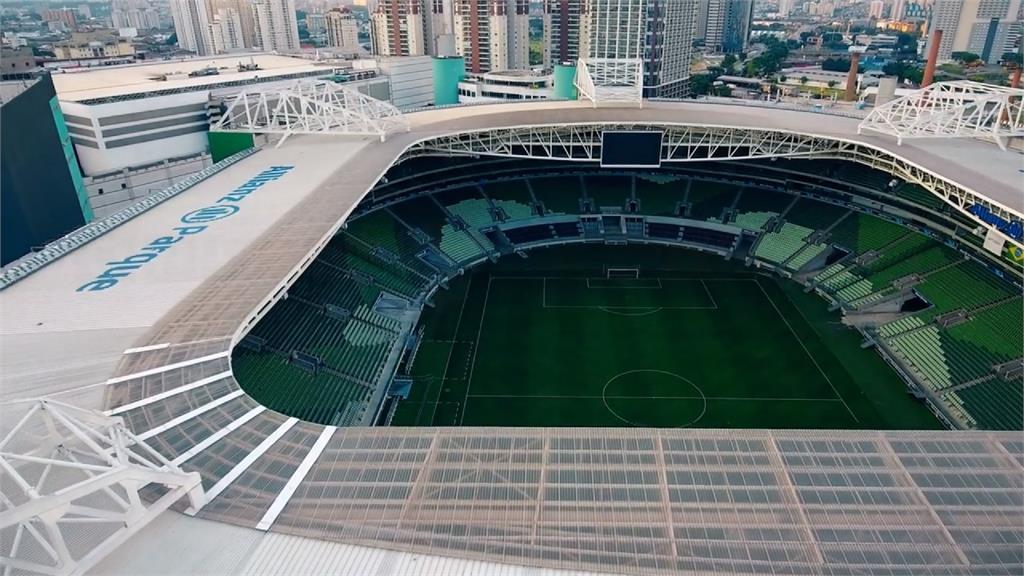 防疫新用途!巴西足球場變電影院