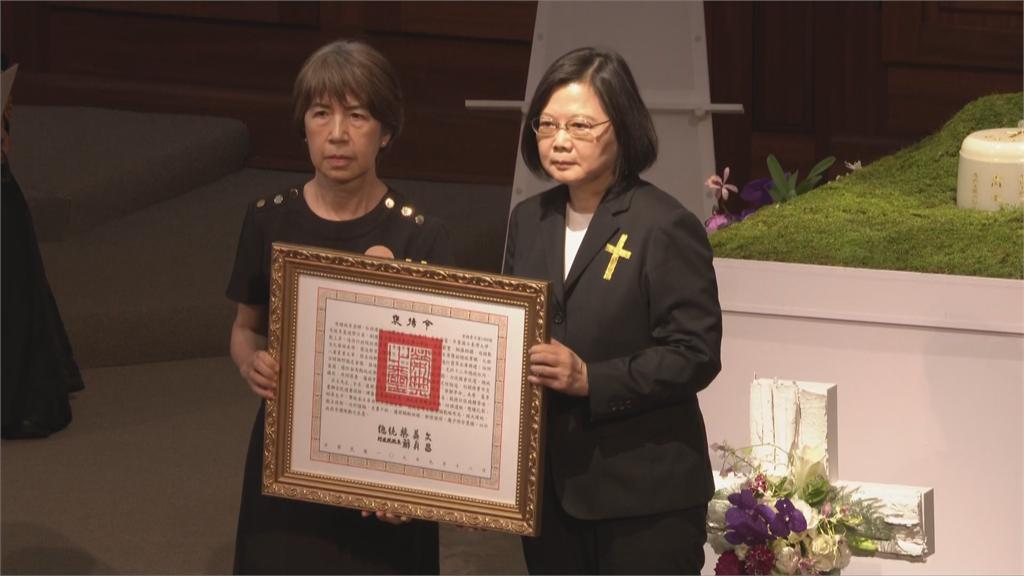 快新聞/蔡英文頒發褒揚令 感念李登輝一生為台灣的貢獻