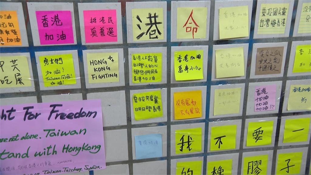 支撐香港「反送中」 台中地下道現「藍儂牆」