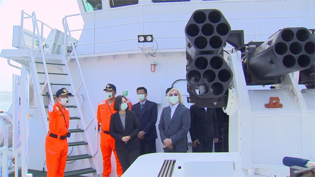 破浪衛海生力軍 總統主持海巡安平艦交艦