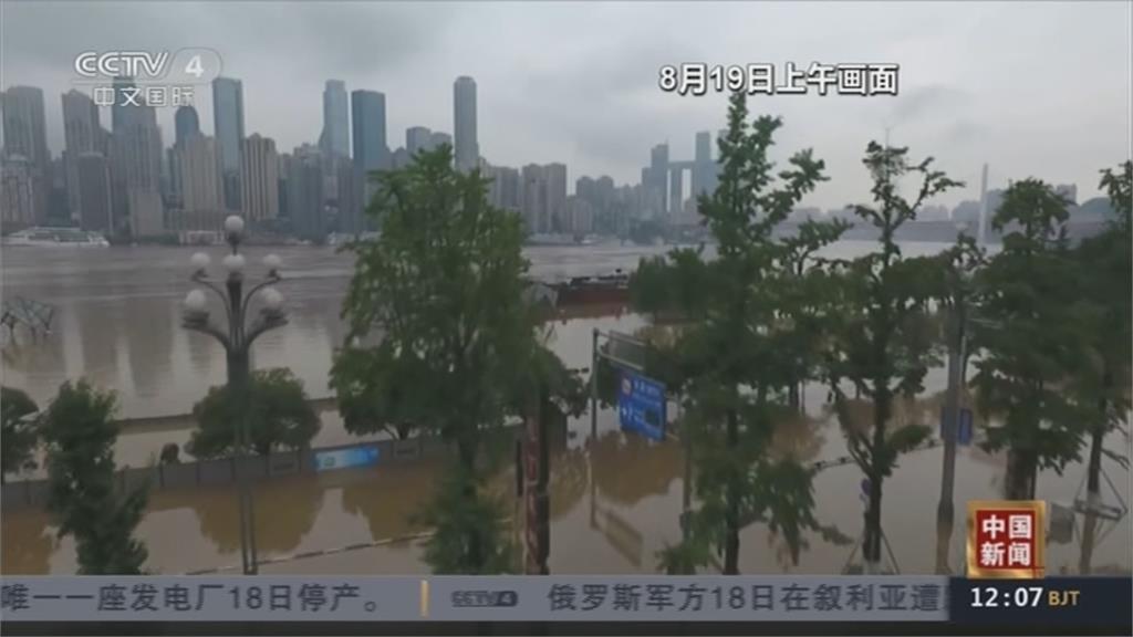 長江第5號洪水形成  四川暴雨狂炸 樂山大佛「被洗腳」
