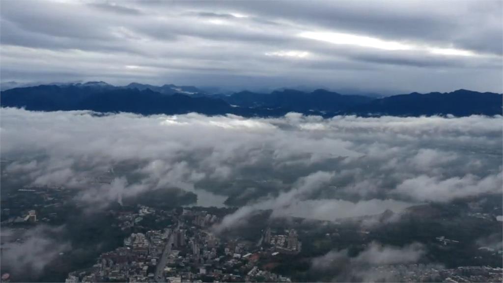 嘉義市區湧現低空雲!雲海、城市、高山湖水同框