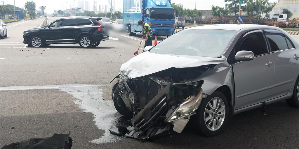 快新聞/台中副議長顏莉敏座車遭撞! 「頭暈背痛」與另3名傷者急送醫