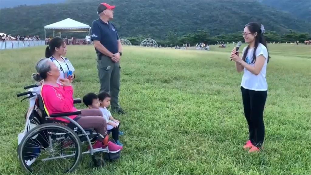 帶病母出遊獻上「愛的告白」!感動熱氣球嘉年華千名遊客