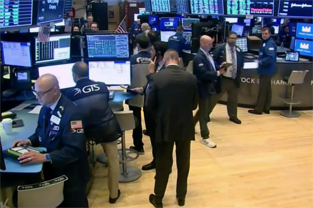 快新聞/擔心疫情惡化!美股開盤道瓊狂洩420點 多家銀行跌幅超過3%