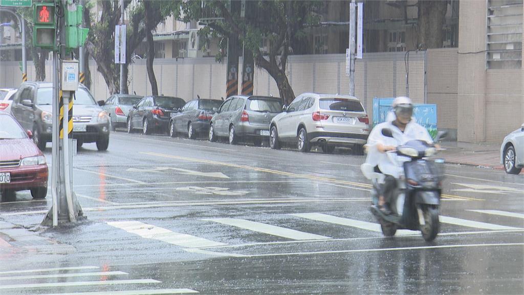快新聞/大雨襲高屏! 嚴防短延時強降雨 花蓮注意連續38度高溫