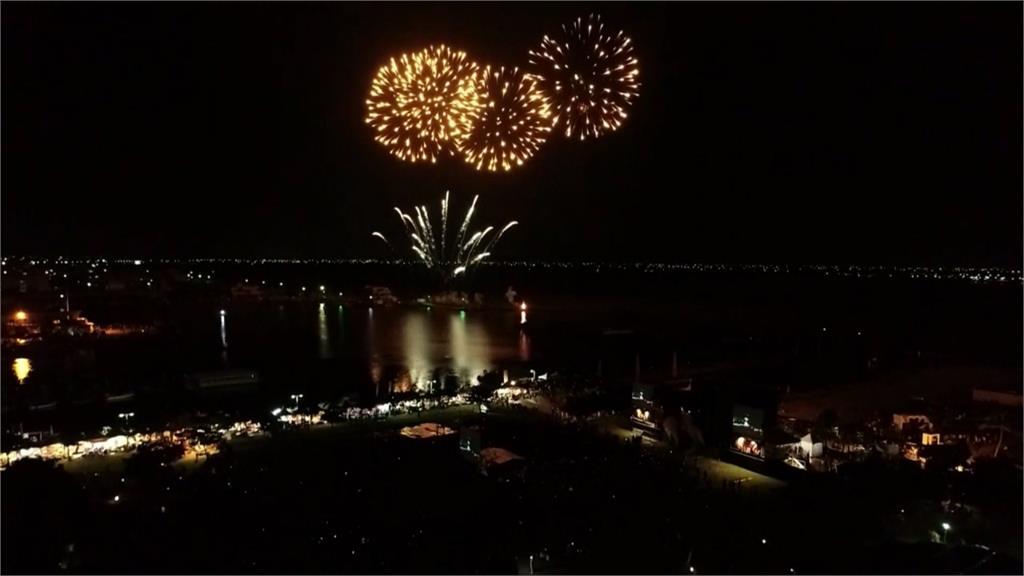 東石海之夏閉幕 15分鐘不間斷煙火秀超絢麗
