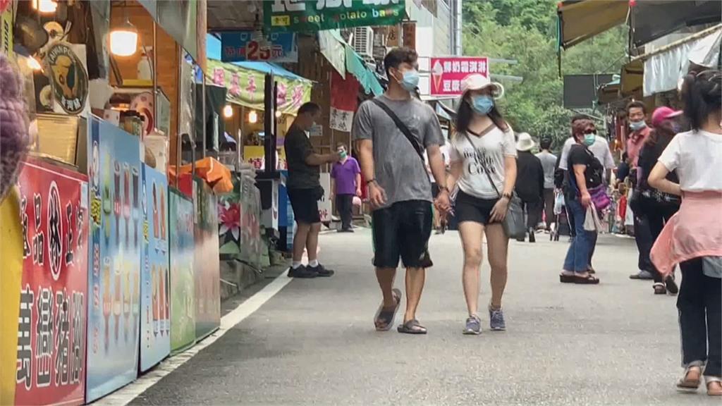 降級首週末 新竹動物園、內灣老街現人潮