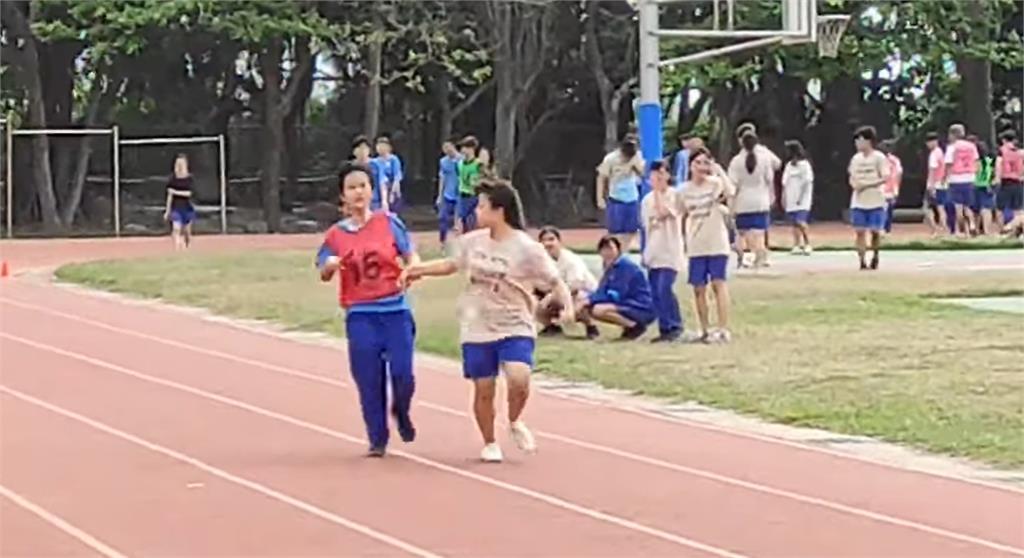 為愛接力!全盲小蓁扛接力賽最後1棒 彰化這校師生挺她衝線!
