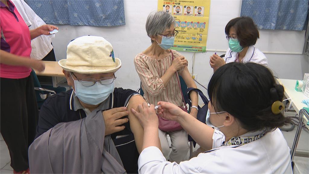 快新聞/流感疫苗一夜公費變自費 「暫緩首日」比去年同期少了3.6萬人接種