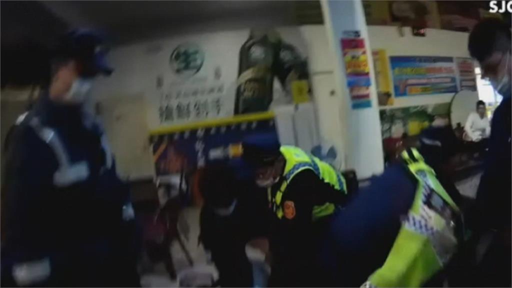 鳳山釣蝦場凌晨「群煞大亂鬥」警噴辣椒水 同行者跪地求饒