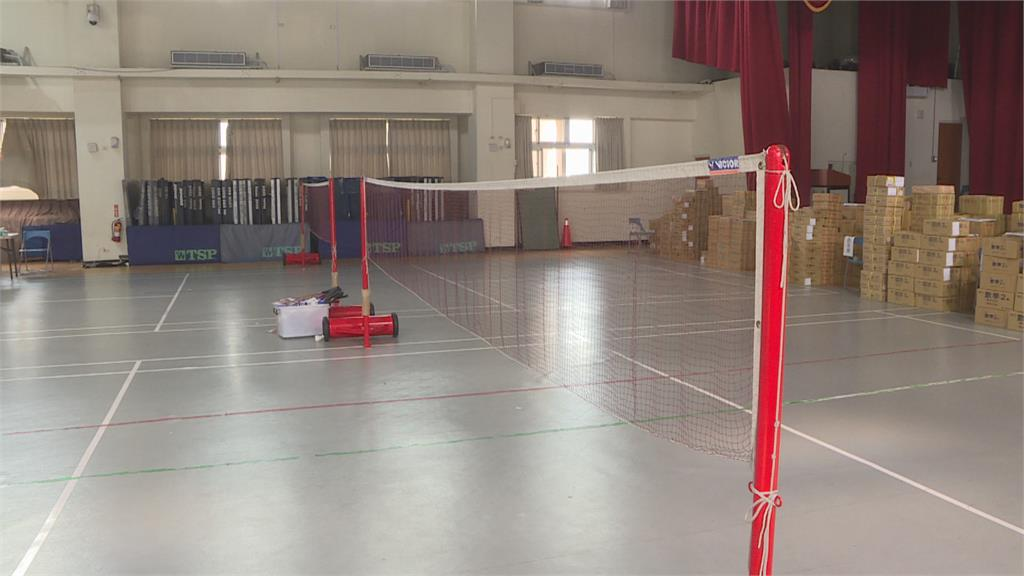 學校室內球場備課遭民眾檢舉 老師:在畫海報為台灣東奧代表團加油