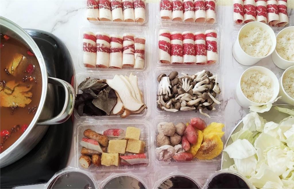 火鍋店「生食外帶」超方便!他一試成主顧:吃不完的料還能炒飯!