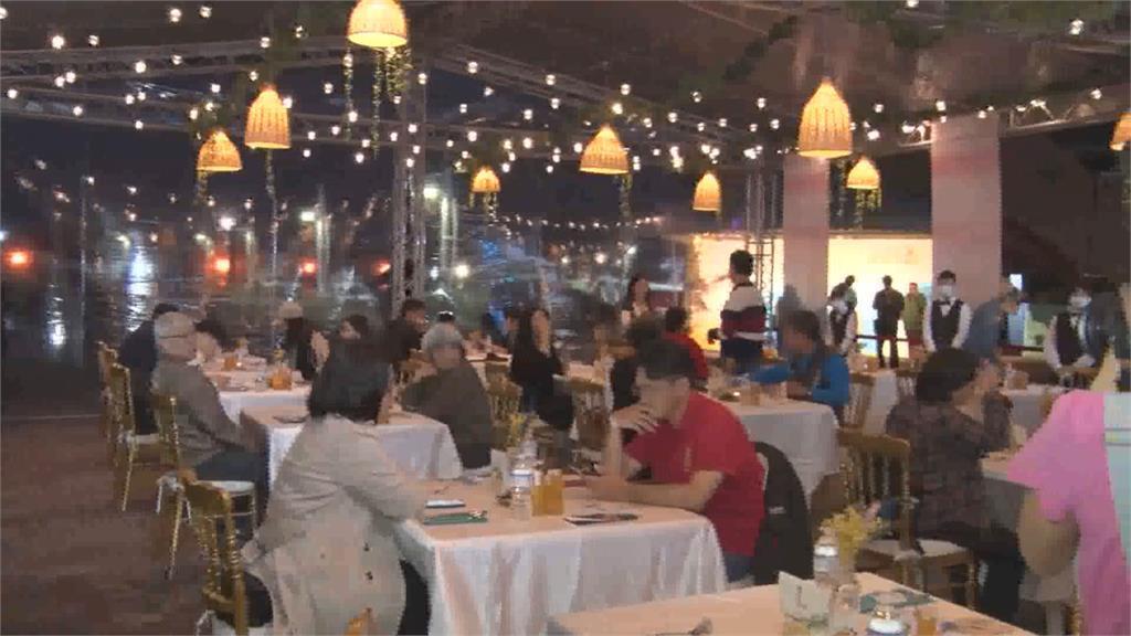 八斗子遊艇碼頭露天餐廳慢活海洋餐桌必吃「海味燉飯」