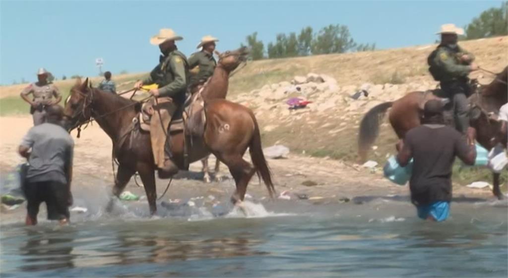 海地難民湧入美國 德州騎警揮鞭趕人引爭議