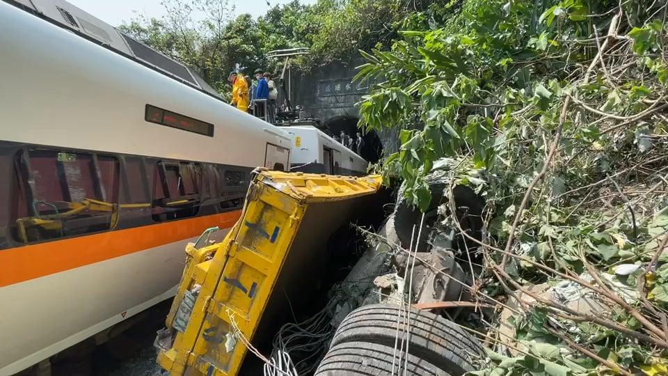 快新聞/太魯閣號出軌 死亡人數增至51人、156名乘客輕重傷