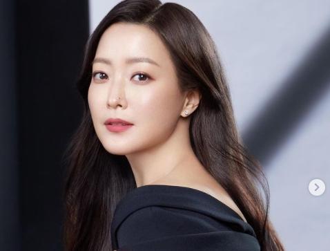 「南韓第1美女」金喜善嘟嘴賣萌!不老神顏震驚韓網:45歲更漂亮