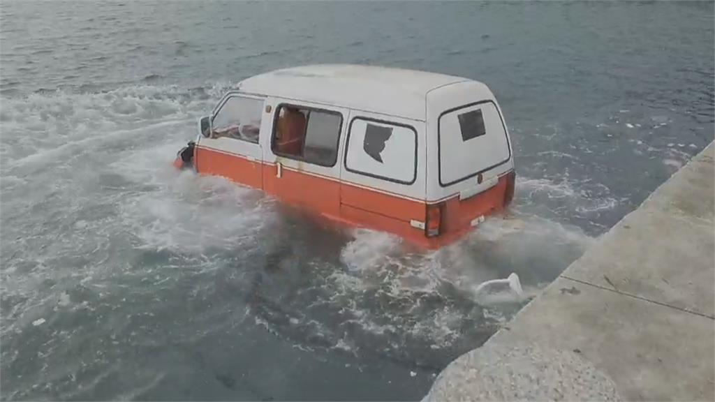 野柳海岸驚見汽車衝落海? 跨單位海陸空救援演練超逼真
