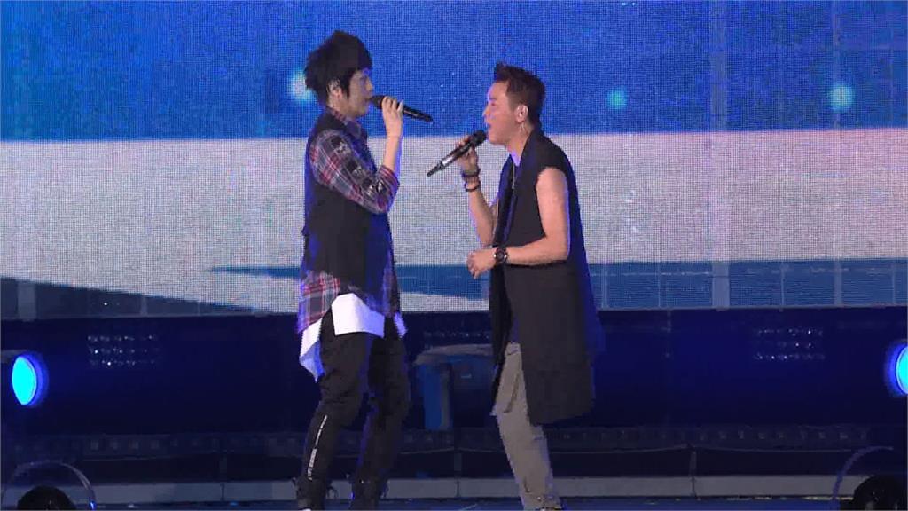 演唱會驚喜不斷!五月天首與陶喆同台飆唱