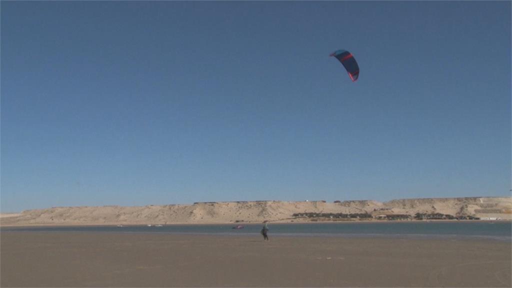 北非摩洛哥達赫拉 整年吹風成風力運動聖地