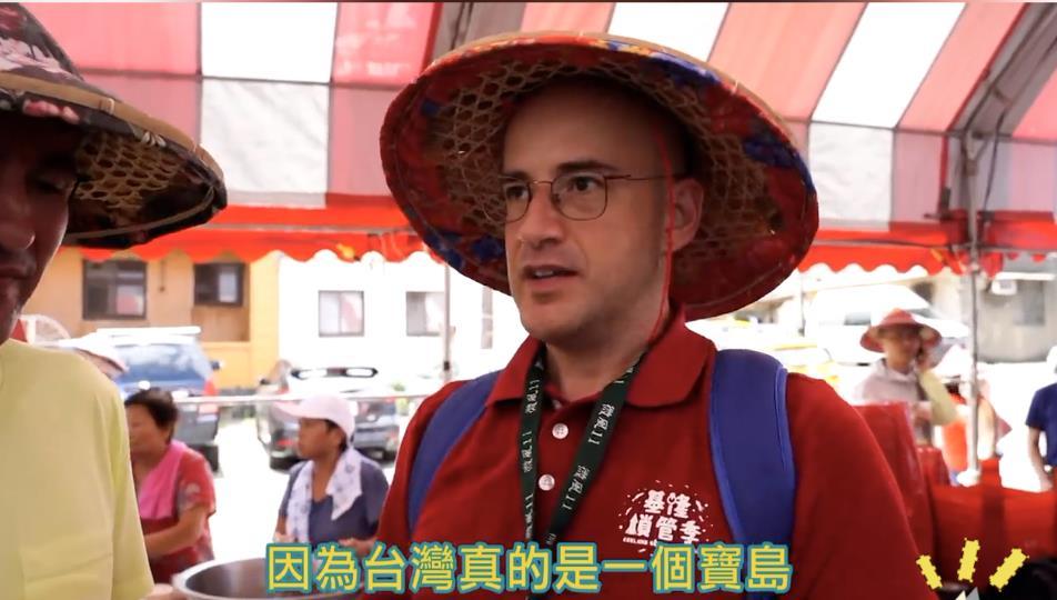 吳鳳邀朋友體驗海上遶境   土耳其人大讚:台灣人超熱情!