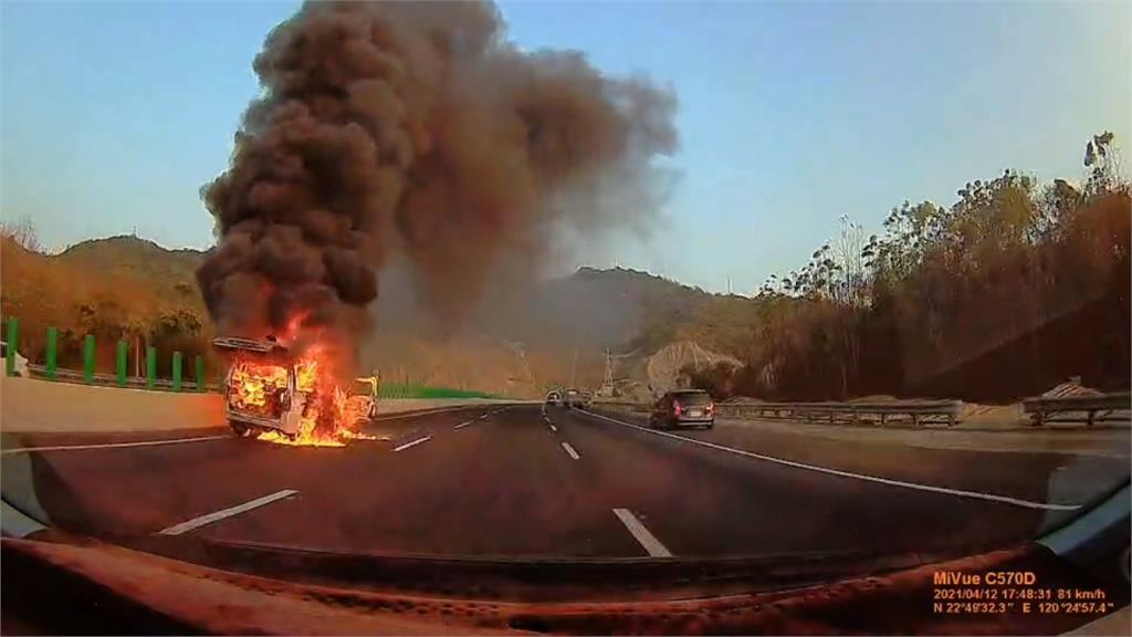 國道3號驚傳火燒車意外 5人燒燙傷送醫急救