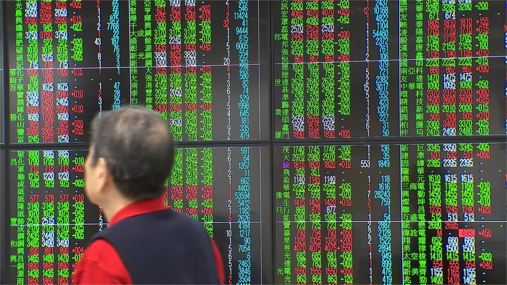 快新聞/台股早盤重挫逾300點 台積電最低跌至561元