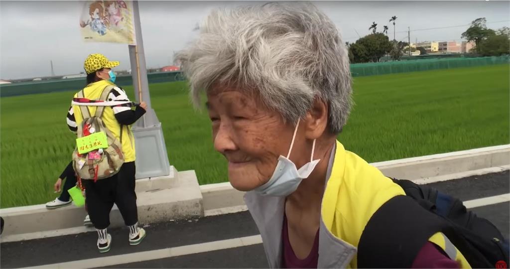 白沙屯媽進香側寫!88歲嬤連9年徒步進香 為兒還願走全程