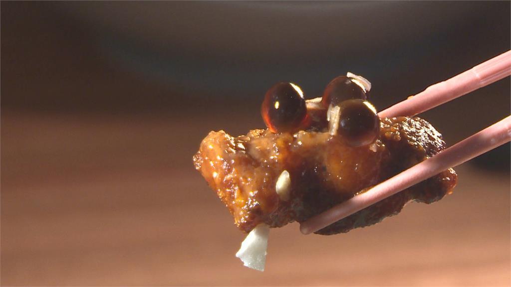 不喜歡泰國奶茶這麼甜? 來試試「泰奶排骨」鹹甜交織