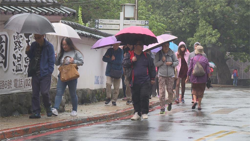 快新聞/北台灣今轉濕涼「高溫驟降8°C」  3縣市大雨特報